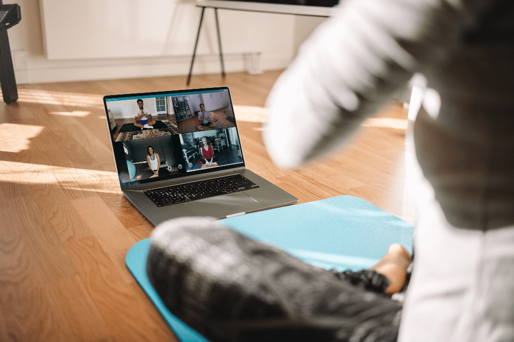 personal trainer using a fitness platform